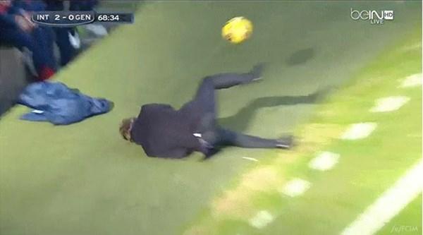 インテル・マンチーニ監督の顔面にボール直撃、その後の対応がカッコよすぎると絶賛の嵐