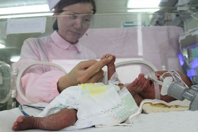 The length of a pencil: Baby Qiuqiu born weighing just 1lb