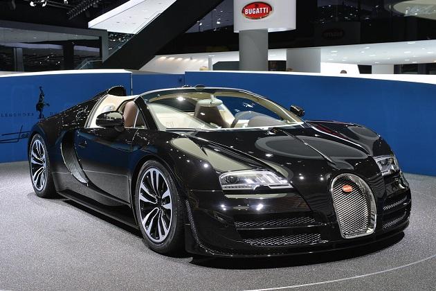 ブガッティ、限定生産450台の「ヴェイロン」の最後の1台をジュネーブに出展