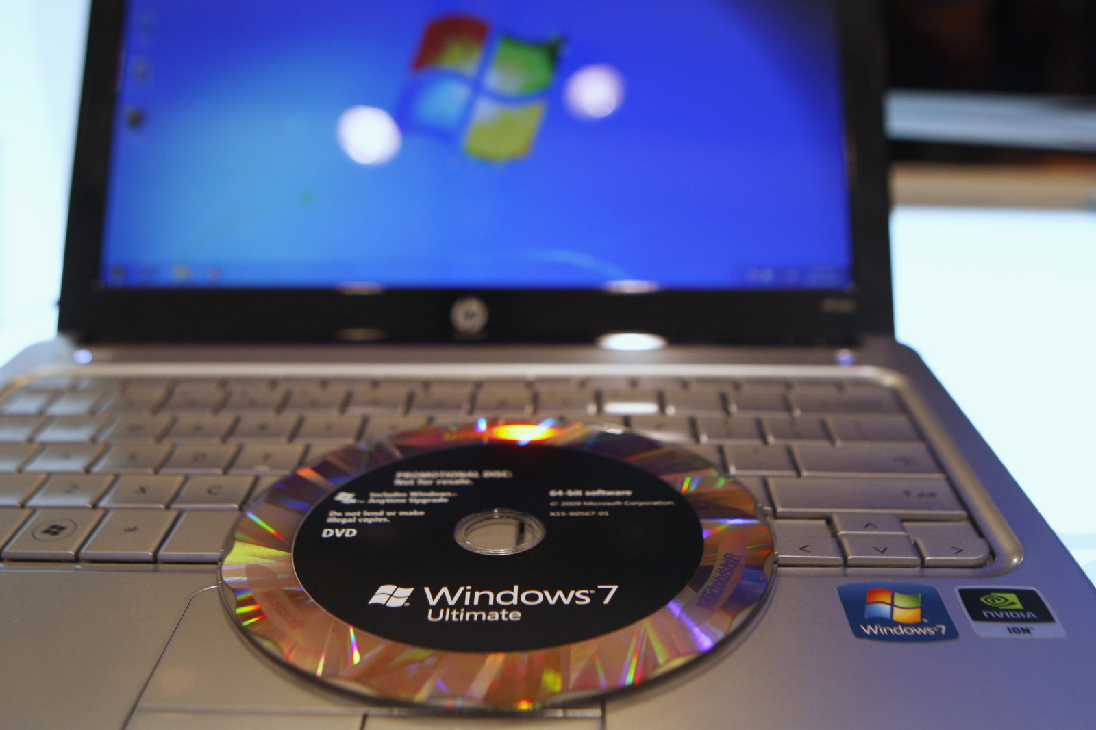 The new Windows 7 operating system installation DVD is pictured on a notebook at the Windows 7 Launch Party in New York, October 22, 2009. Microsoft Corp. launched Windows 7 on Thursday in its most important release for more than a decade, aiming to win back customers after the disappointing Vista and strengthen its grip on the PC market.     REUTERS/Shannon Stapleton (UNITED STATES BUSINESS SCI TECH)