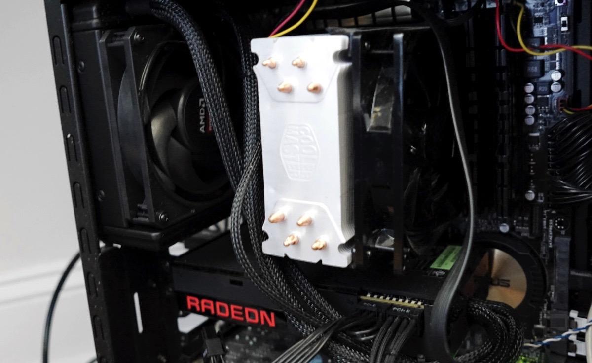 [Image: Radeon%2BR9%2BFury%2BX.jpg]