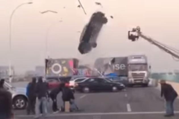 【ビデオ】映画の撮影中に起きた、カースタント失敗の恐怖の瞬間!