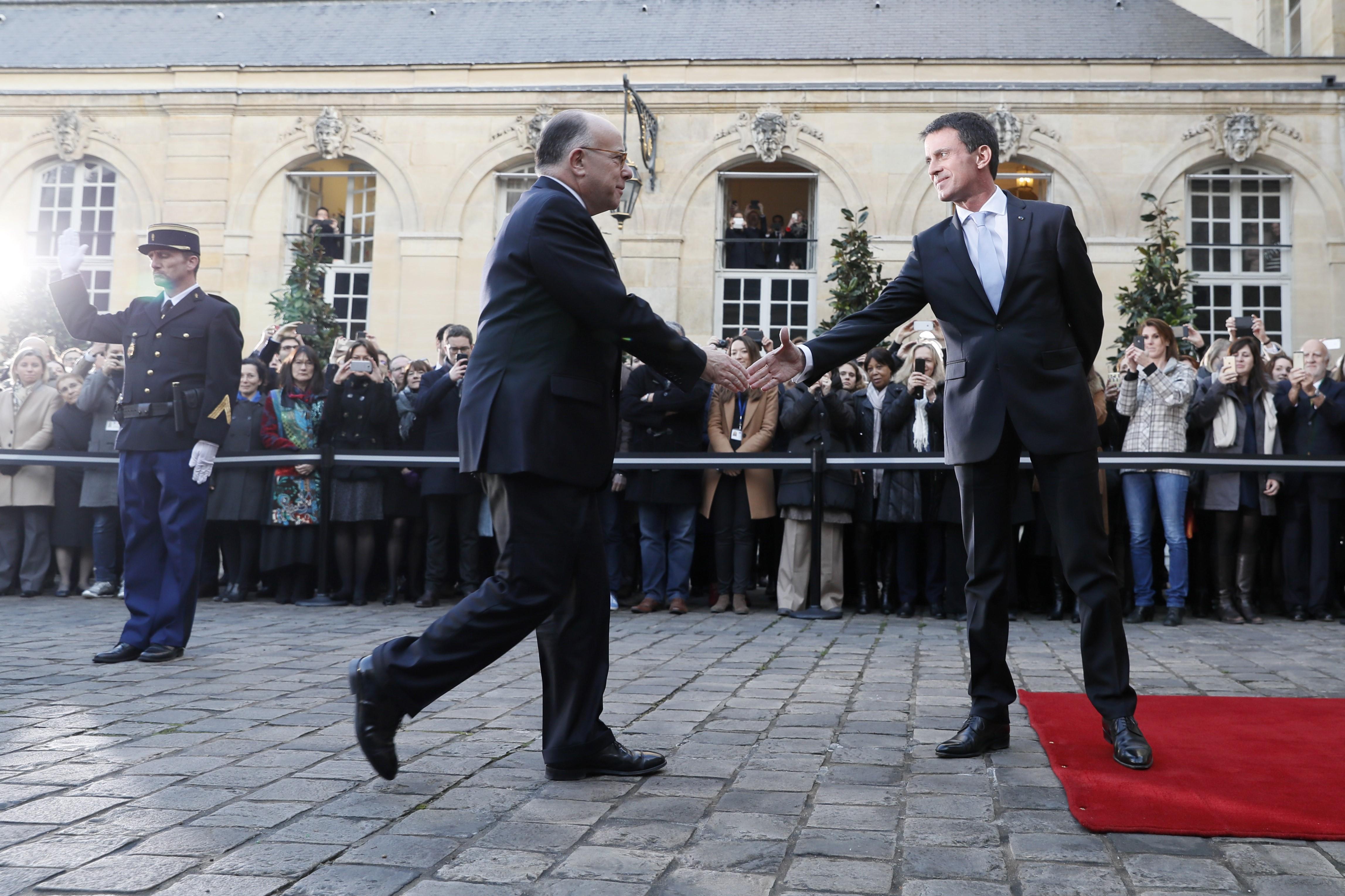 Valls a quitté Matignon et laisse place à Cazeneuve