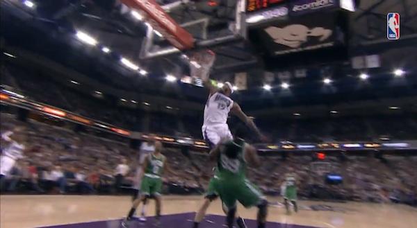 【NBA】2メートルの選手を軽くぶっ飛ばしたモンスターダンクがスゴすぎると話題