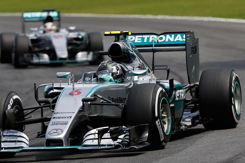 Nico Rosberg leads the 2015 Brazilian Grand Prix.