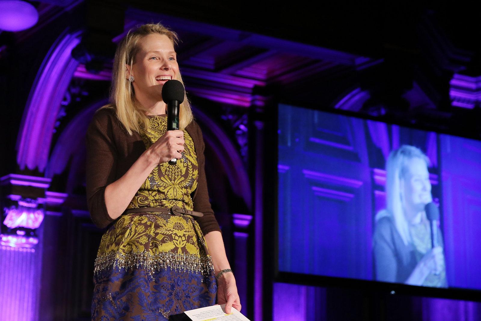 Yahoo pasará a llamarse 'Altaba' y Marissa Mayer renunciará