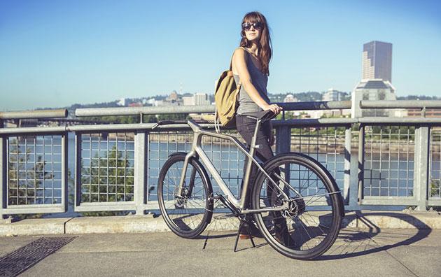Solid's vibrating handlebars navigate bike lanes on its 3D printed frame