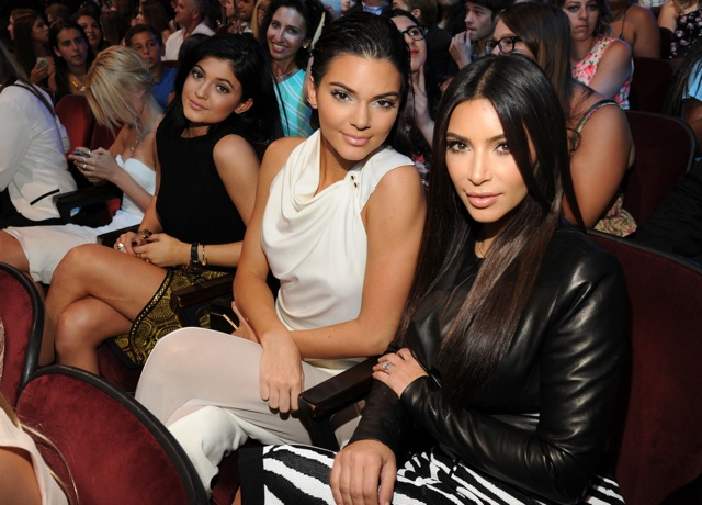 Kim Kardashian, Kendall Jenner and Kylie Jenner hit 2014 Teen Choice Awards