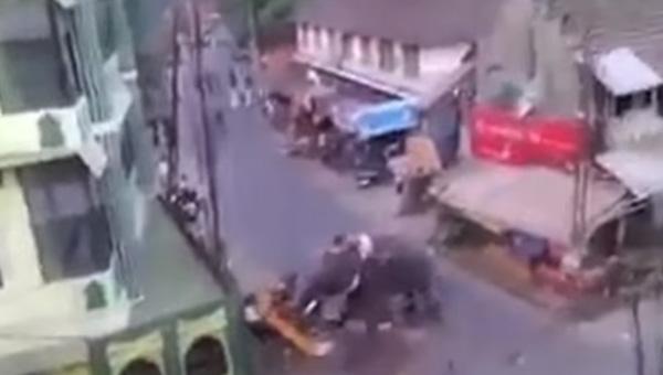 おっとりに見えてキレたらこわい・・・インドのお祭りでゾウが大暴れ!街を破壊し車もなぎ倒す【動画】