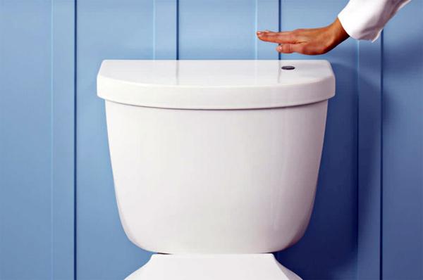 don t touch this klo mit fuchtelgesteuerter sp lung engadget deutschland. Black Bedroom Furniture Sets. Home Design Ideas