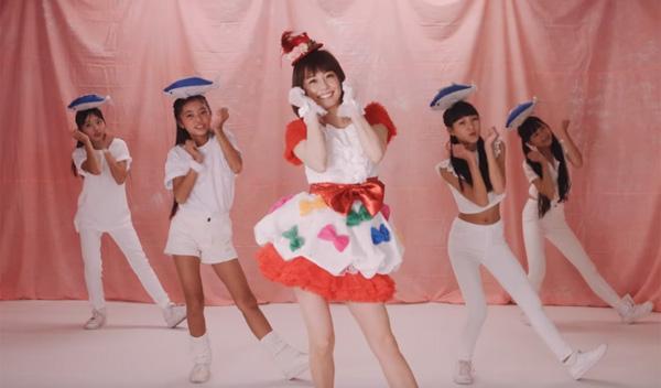 小林麻耶がブリっ子キャラ炸裂で歌って踊る動画が可愛すぎると話題に【動画】