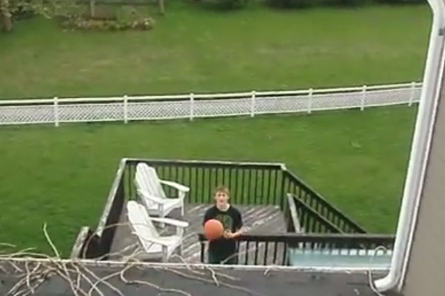 Watch in awe as teen scores incredible basketball shot (video)