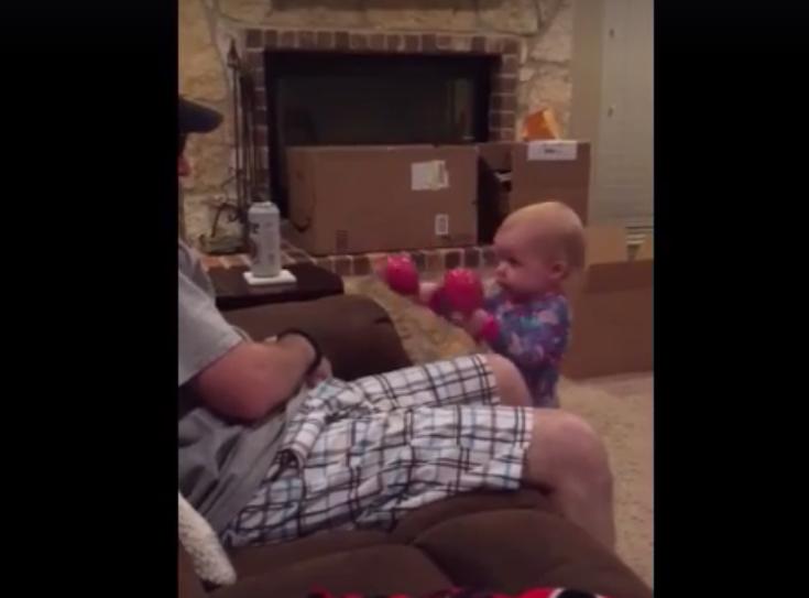 【めっちゃ可愛い!】何度言っても効かない父親に女の子が激おこ! 怒り姿が可愛すぎる動画が大人気
