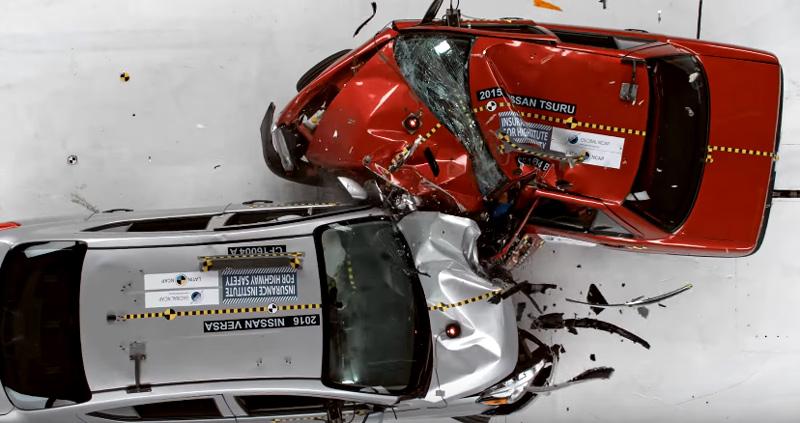 安全性の違いに驚きの声! アメリカ産対メキシコ産の日本車が正面衝突