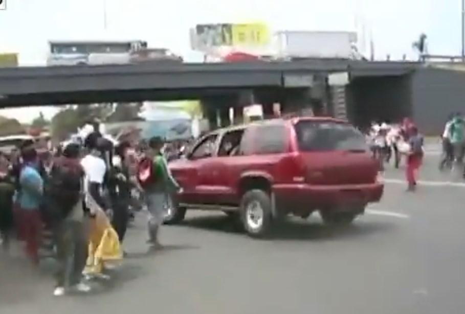 Gewalt, mexiko, autofahrer, road rage, gewalt im Straßenverkehr, brutalität, Amok, Amok Fahrt, Amok Lauf, video, protest, verletzte, youtube