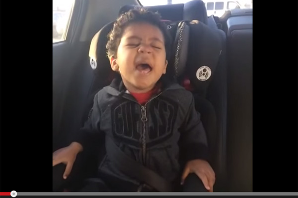カーラジオに合わせて全力で歌う子供の映像がマジで癒されるレベル