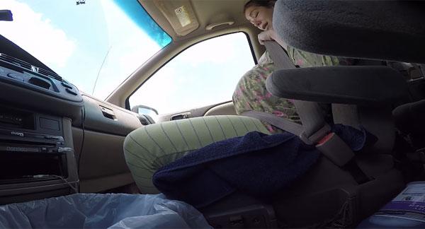 病院まで間に合わない!車の助手席で出産しちゃった肝っ玉母ちゃんがミラクルすぎると話題に【動画】