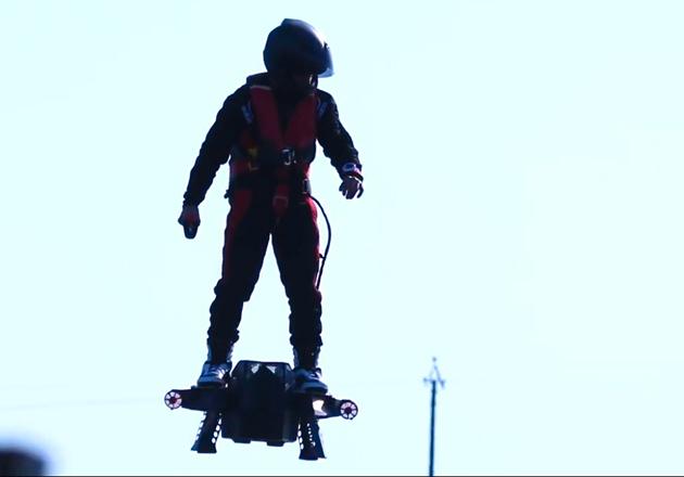 flyboard air hoverboard auf speed macht 150 km h video. Black Bedroom Furniture Sets. Home Design Ideas