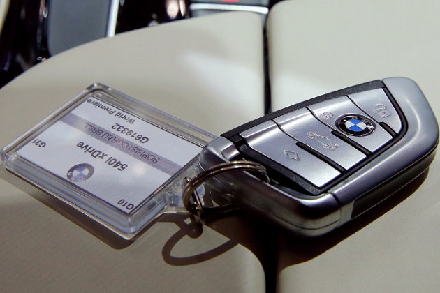 BMW、クルマのキーを廃止する方向で検討中