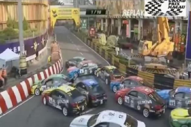 【ビデオ】マカオGPレースで大量玉突き事故が発生! コースは一時カオス状態に!!