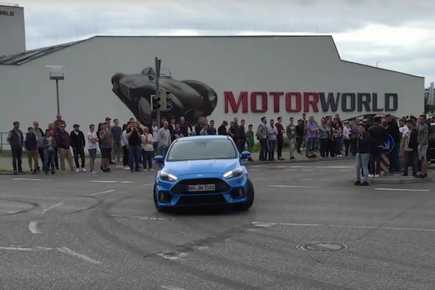 【ビデオ】フォード「フォーカスRS」のドリフトモードを使えば誰でも簡単にドリフトできるわけではないことが分かる映像