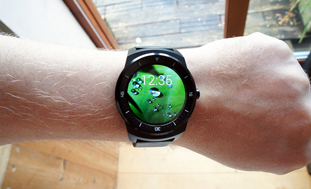 The $299 LG G Watch R makes its way to Google Play
