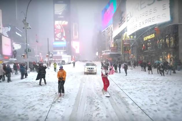 【ビデオ】記録的な大雪を楽しみに変える!? ジープでスノーボードを引っ張りマンハッタンの街を滑走!