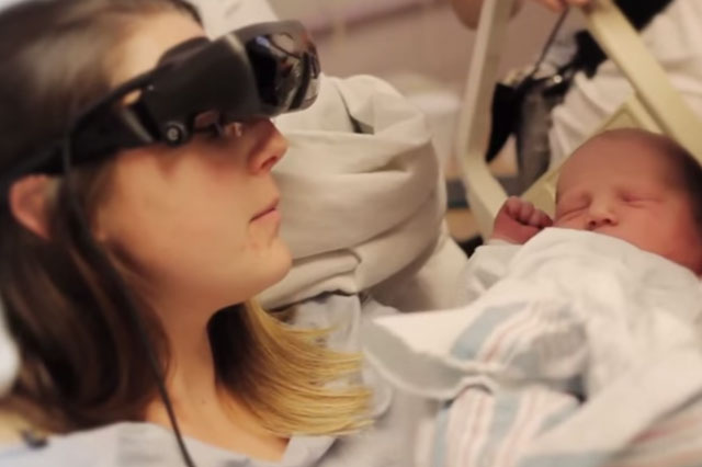 Blind woman sees her newborn baby for the first time (Video)