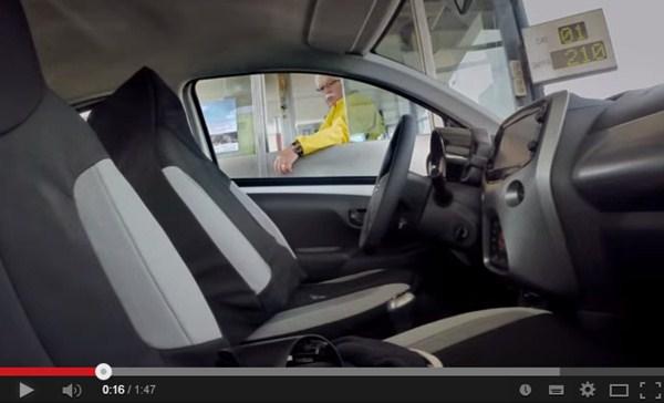 透明人間の運転する車が路上に・・・ 海外のドッキリレベルがハンパない
