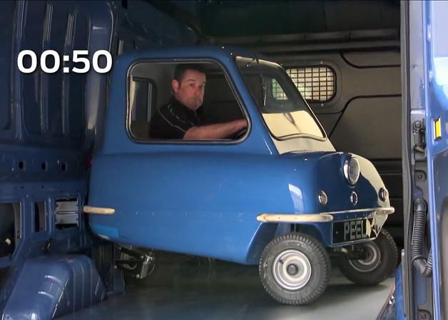 【ビデオ】フォードの新型バンがいかに広大な荷室スペースを持つのかを実証したCM