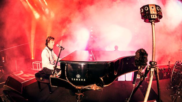 Google Cardboard app immerses you in a Paul McCartney concert