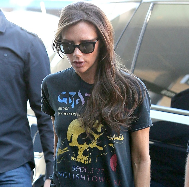 Victoria Beckham rocks out in skull-print T-shirt