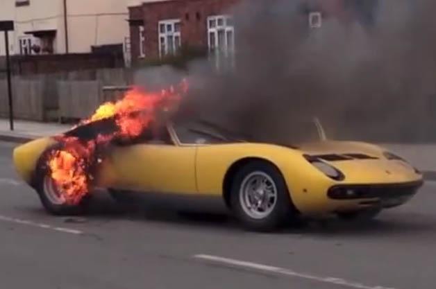 【ビデオ】ランボルギーニ「ミウラ」が炎上 オーナーがディーラーに1億円超の損害賠償を要求
