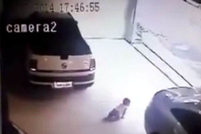 Car reverses over crawling baby - who survives (video)