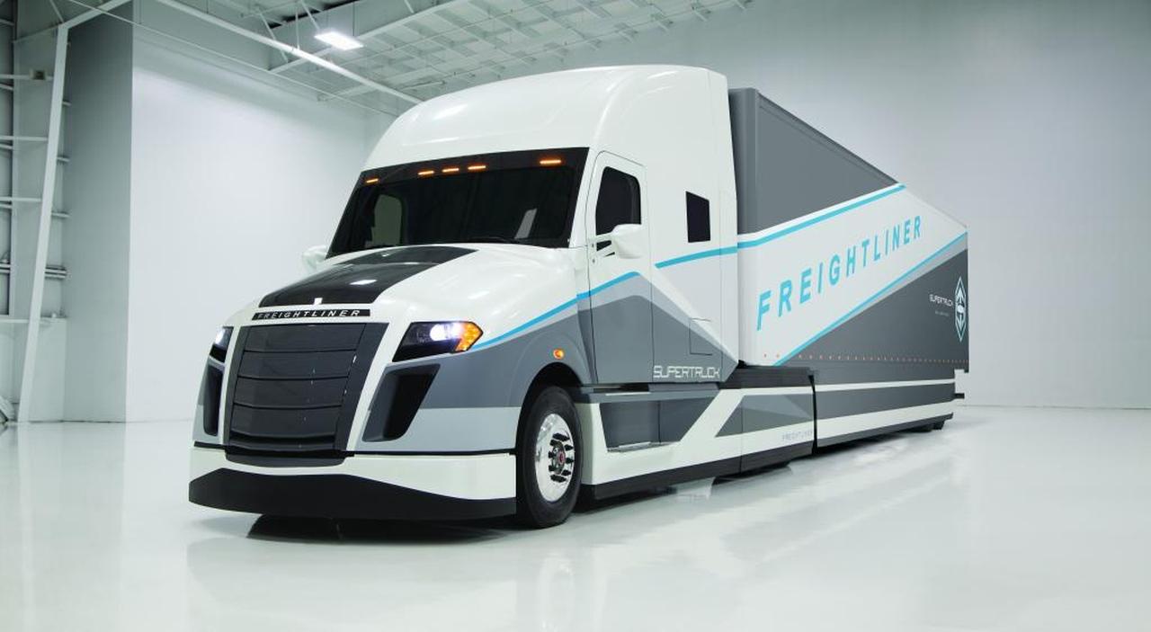 Debüt: Neue  SuperTruck-Studie  von Daimler