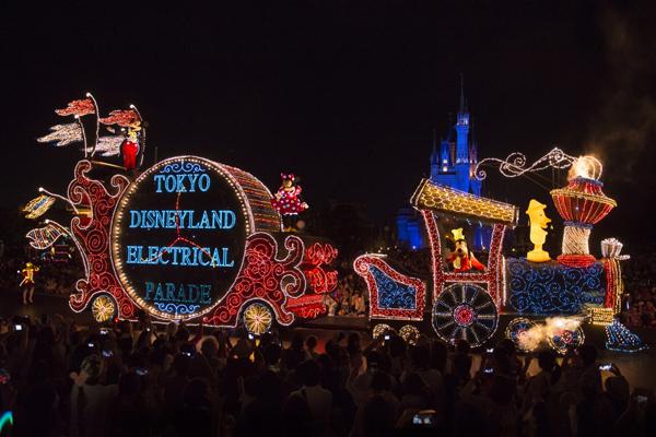 【ディズニー情報】ランドのエレパレにアナ雪、ベルが登場!まるで米国の「ペイント・ザ・ナイト・パレード」ですね!