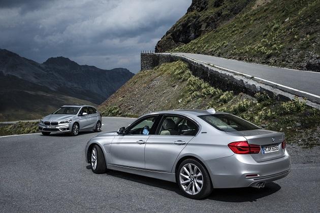 BMW、フランクフルトでの公開に先駆け、「225xe」と「330e」の概要を発表