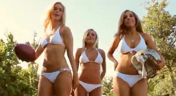 NFL美人チアリーダーたちのセクシーすぎる水着カレンダーがスゴい