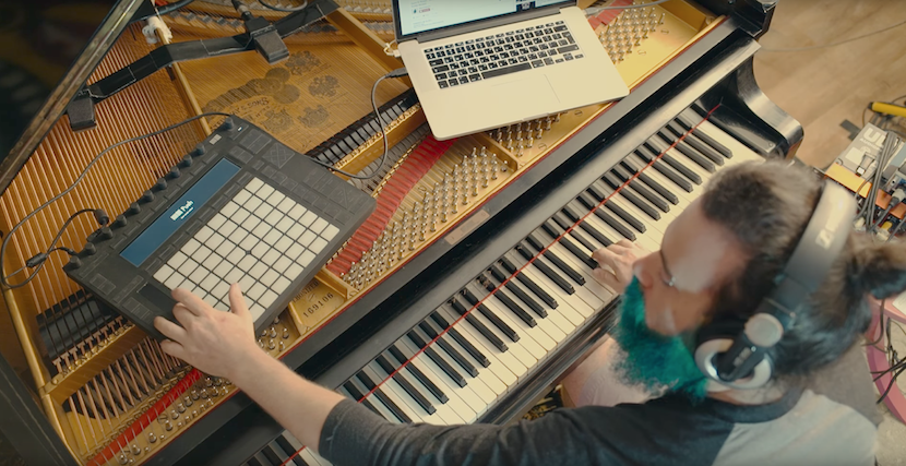 Soundwunder: Pianist spielt E-Gitarre wie Slash