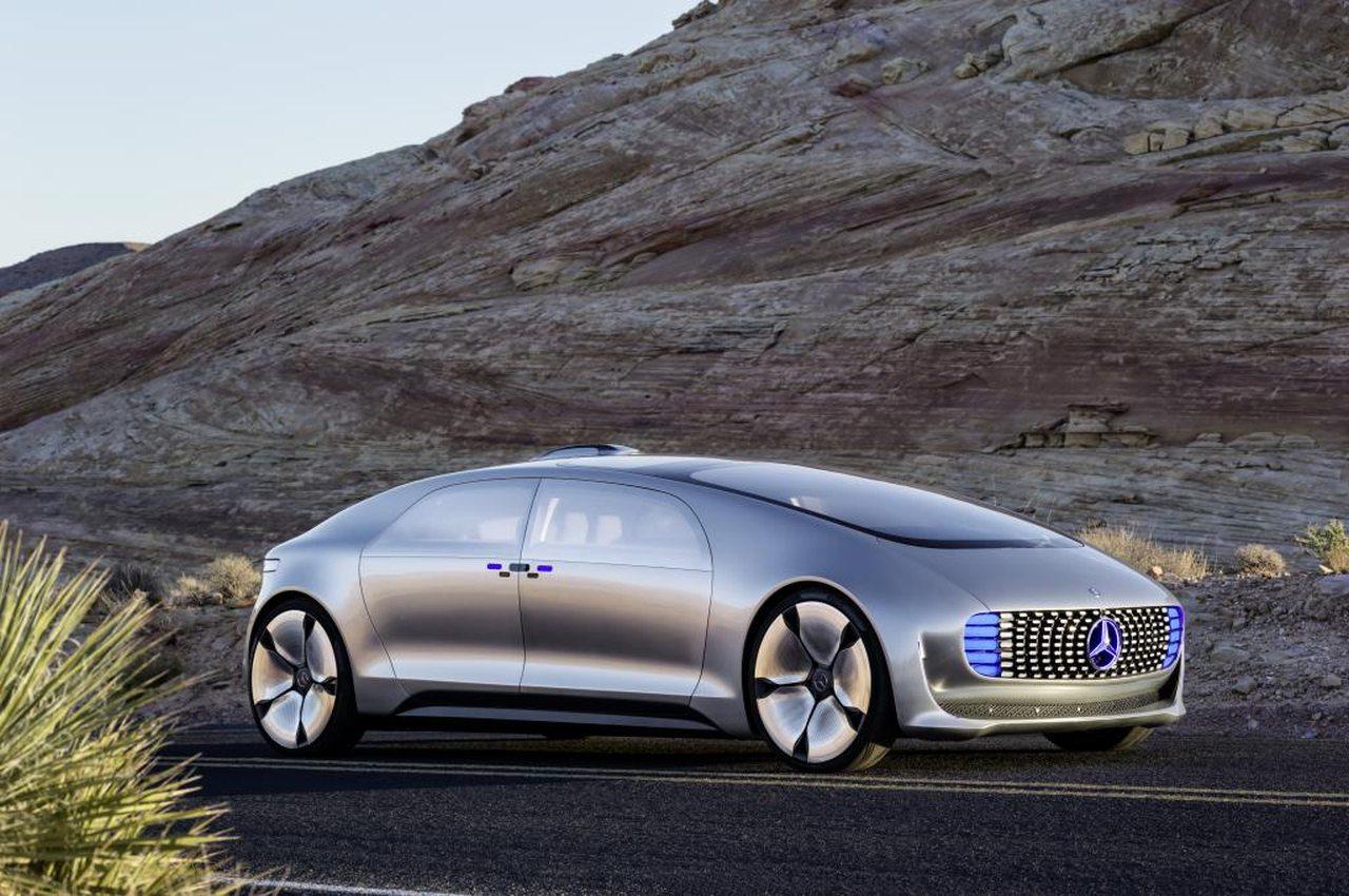 Premiere für  autonome Mercedes-Luxusklasse F 015