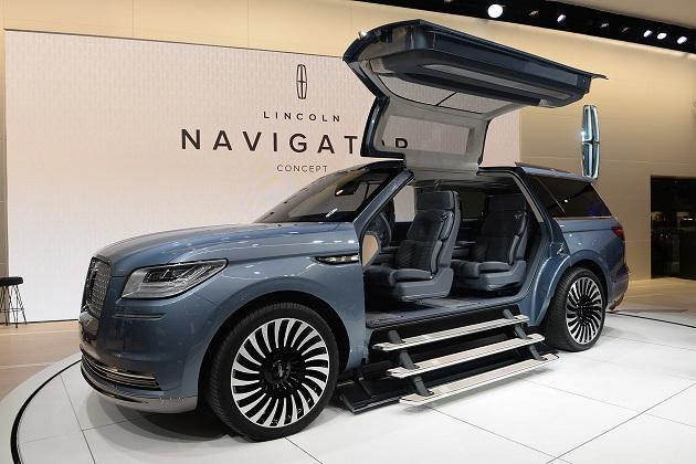 【NYオートショー2016】ガルウィング・ドアを備える大胆なコンセプトカーとして生まれ変わったリンカーン「ナビゲーター」(ビデオ付)