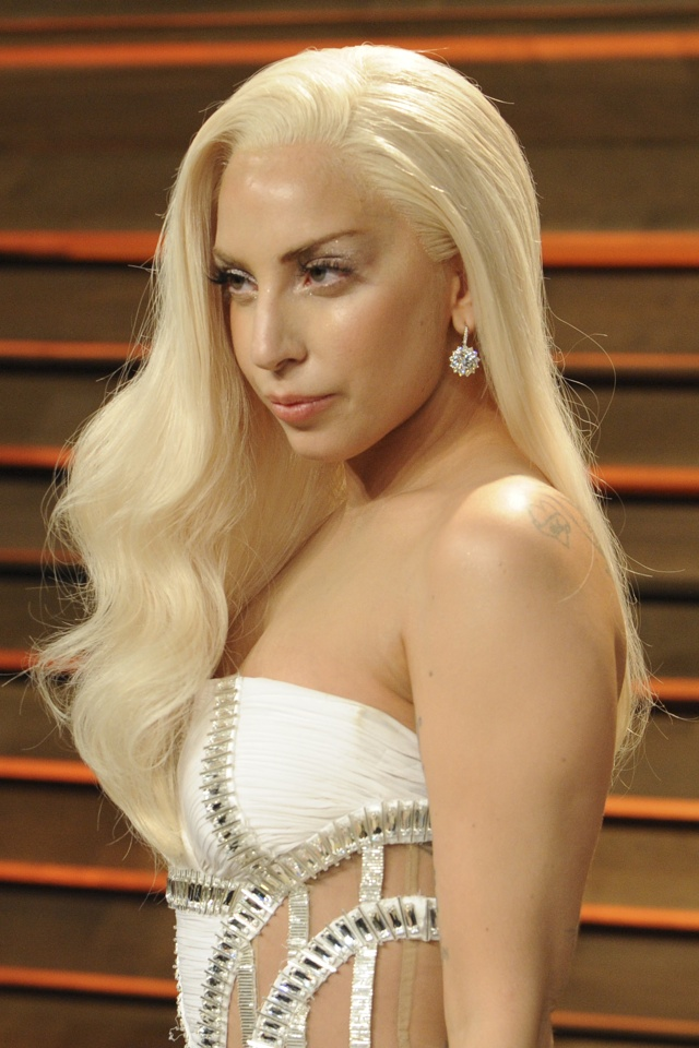 lady-gaga-beauty-secret-tape-shape-face-revealed