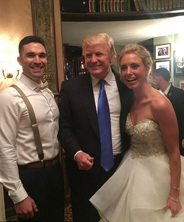 Top Donald Trump si imbuca al matrimonio di due ragazzi e balla con la  OS54