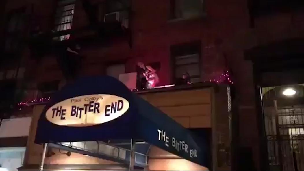 Lady Gaga improvise un concert sur le toit d'un restaurant à New-York