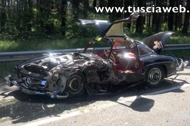 【ビデオ】貴重なガルウィングが無残な姿に メルセデス「300SL」がミッレミリアで大破!