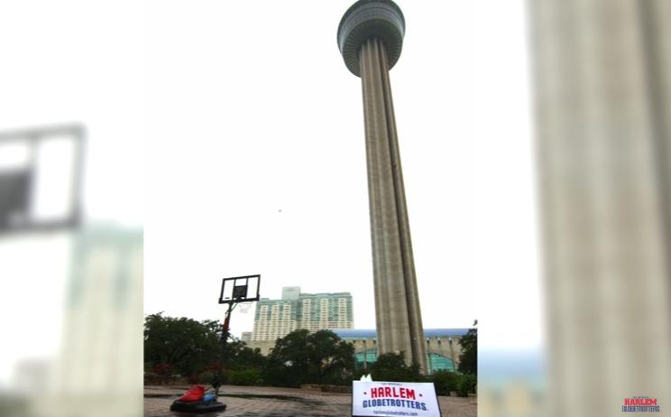 北米で最も高い所から見事ゴール! 高さ177メートルのタワーからのトリックショットが話題に
