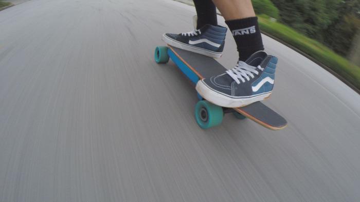 Electric Bubblegum: Schnittiges E-Skateboard mit 34 km/h Spitze