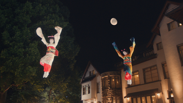 月夜をバックに舞妓さんがトランポリンで宙を舞う!幻想的なスゴ技ムービーが美しすぎる【動画】