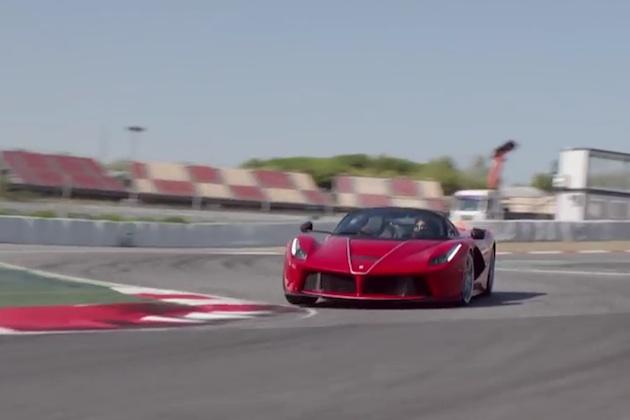 【ビデオ】フェラーリのF1ドライバー、セバスチャン・ベッテルが「ラ フェラーリ アペルタ」をドライブ!