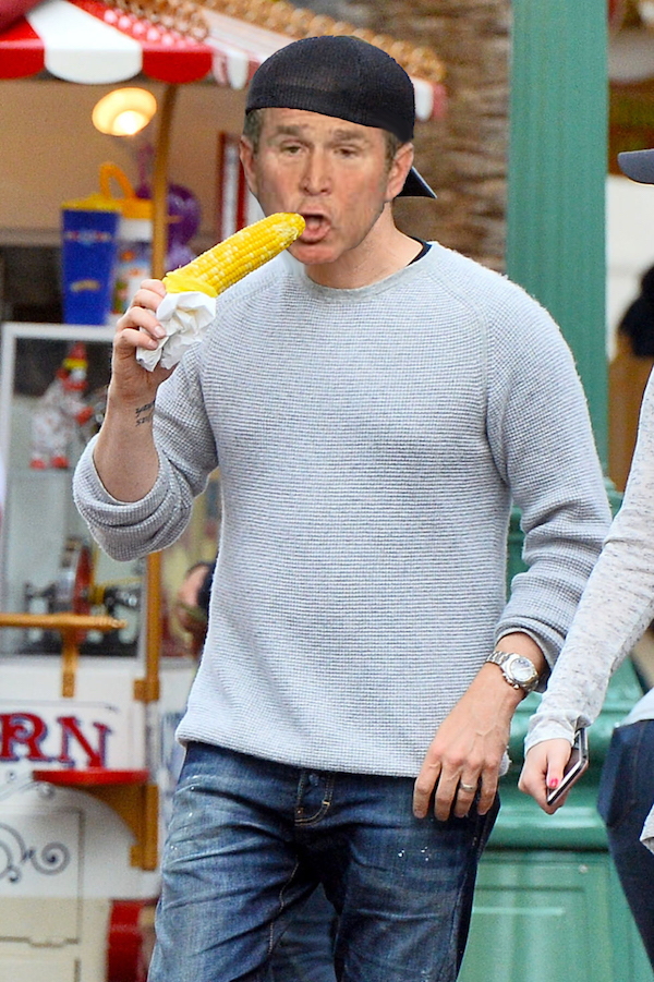 Clueless Michael Bublé Doesn't Know How To Eat Corn On The Cob, Internet Photoshops Him